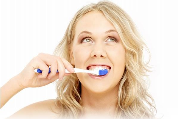 What is the right way to brush your teeth?